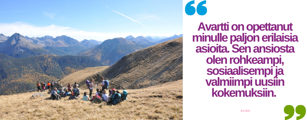 """nuorten vaeltajien ryhmä vuoristossa pitämässä taukoa. Sitaatti:""""Avartti on opettanut minulle paljon erilaisia asioita. Sen ansiosta olen rohkeampi, sosiaalisempi ja valmiimpi uusiin kokemuksiin. -Elina"""""""